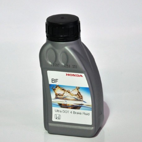 0820399938HE : Honda DOT4 brake fluid CB1000R